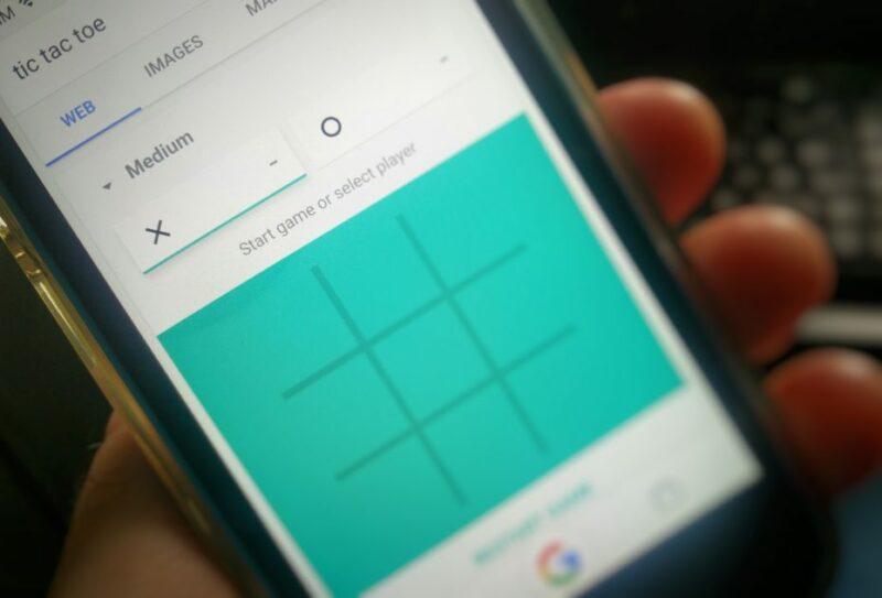 Google waleta  Solitaire na Tic Tac Toe katika ukurasa wake.