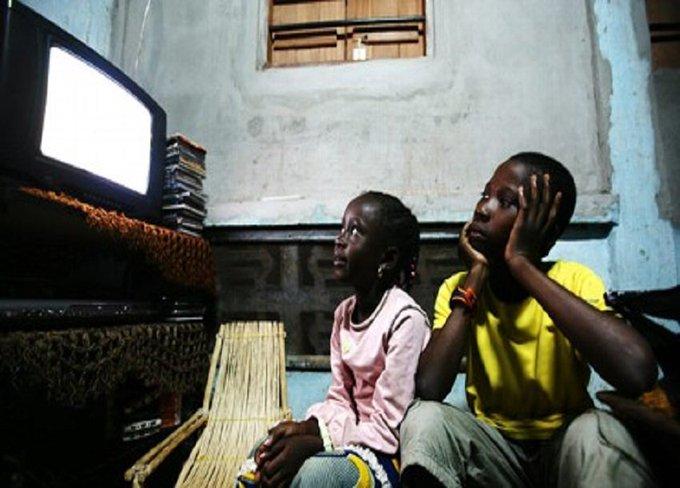 TV kwenye chumba cha mtoto/watoto wako humsababishia kuongezeka uzito #Utafiti