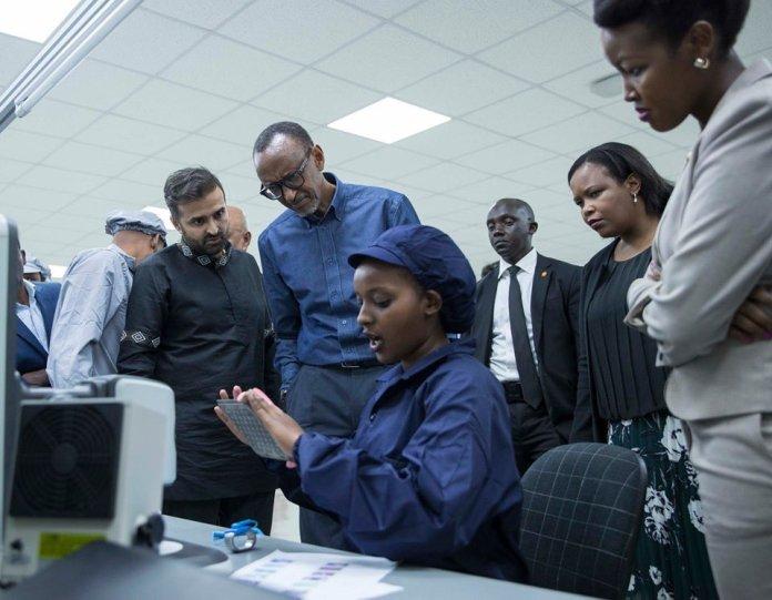Rwanda wazindua simu janja